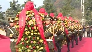 湖南举行向毛泽东铜像敬献花篮仪式 毛泽东后人出席 / Mao Zedong descendents attended ceremony in Hu Nan