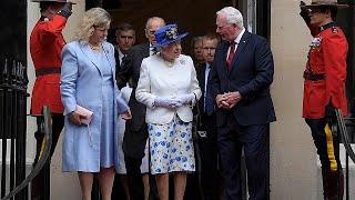 No toquen a la reina Isabel: un responsable canadiense rompe el protocolo