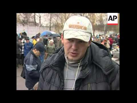 Russia's poor rely on fleamarket for survival