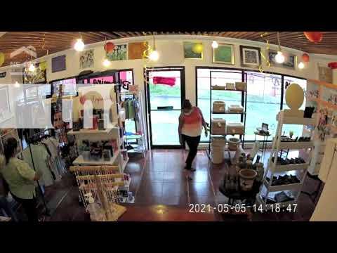 Descarado robo de una pareja en una tienda de Villa Fontana - Nicaragua