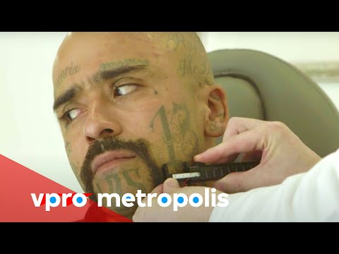 Getting rid of tattoos for a new life in Mexico - vpro Metropolis