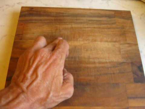 Picas en la cocina tabla de olivo youtube for Tablas de olivo para cocina