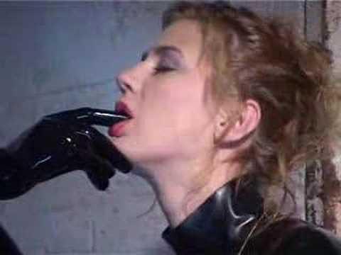 Two women form an intense relationship | The Duke of Burgundy | Film4 ClipKaynak: YouTube · Süre: 2 dakika56 saniye
