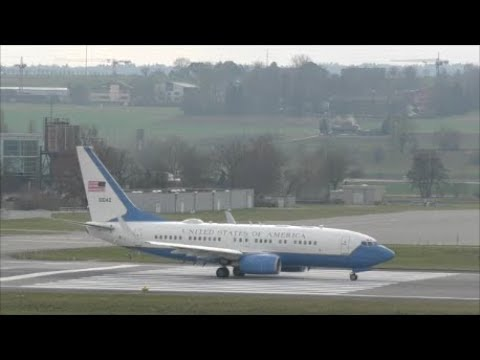 WEF 2018 US Air Force Boeing C-40at ZRH (push back start up and take off rwy 34 with live ATC)