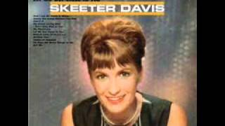 Watch Skeeter Davis Let Me Get Close To You video