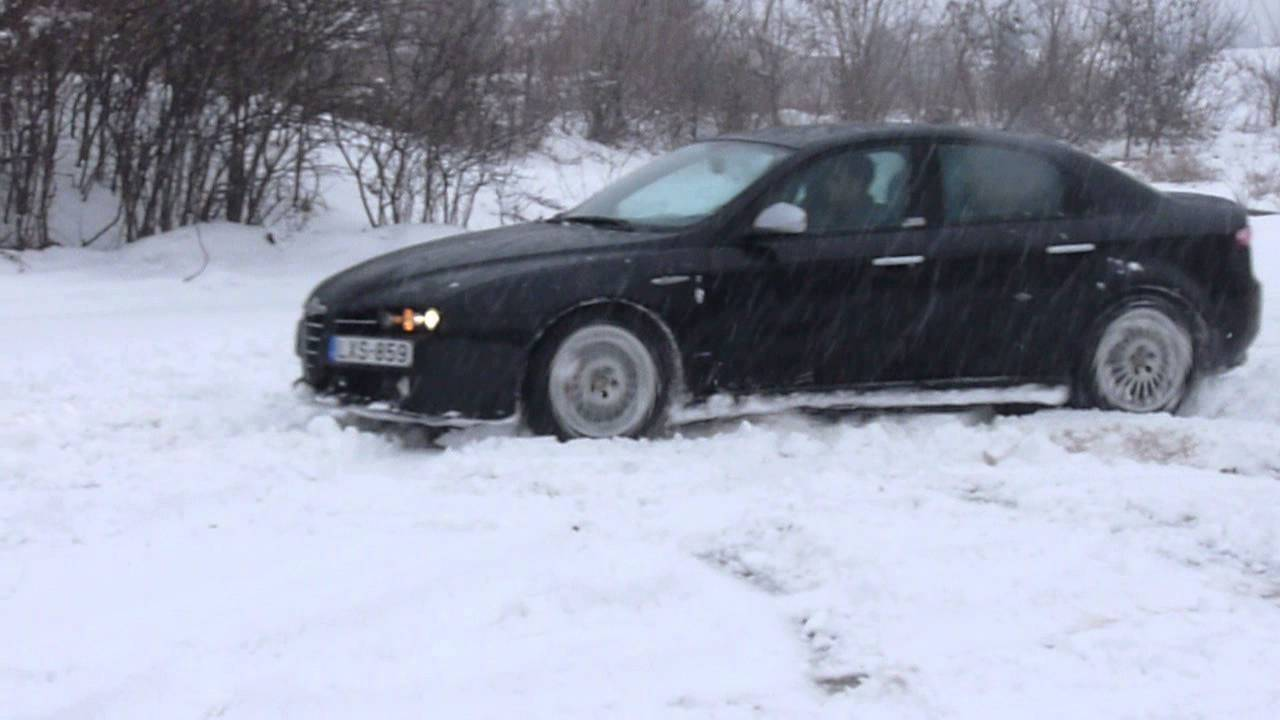 alfa 159 2 4 jtdm q4 in snow youtube. Black Bedroom Furniture Sets. Home Design Ideas
