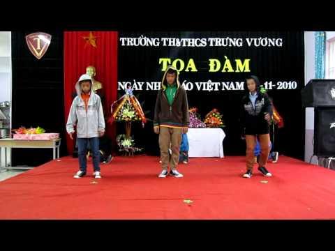 Hiphop lop 7A-ngay 20-11-2010 Trung Vuong Quang Tri.mp4