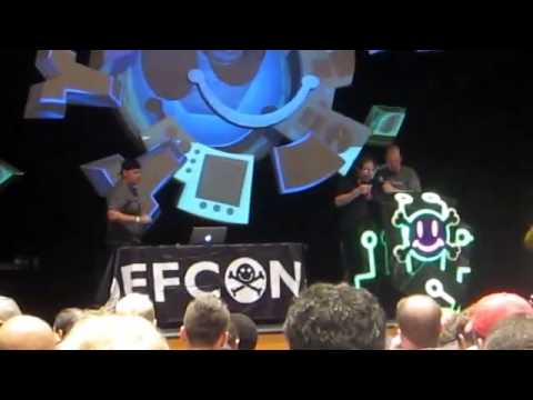 Kevin Mitnick Live Hack at DEF-CON