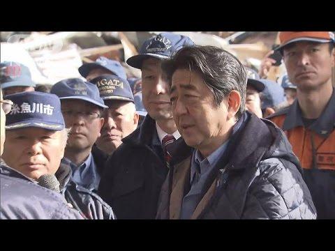 安倍総理が糸魚川大火の現場視察 がれき処理を支援(17/01/11)