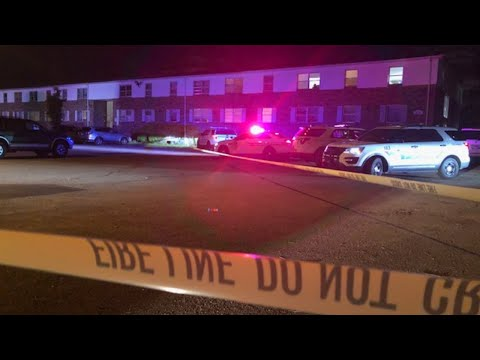Man dead after being shot on apartment complex steps