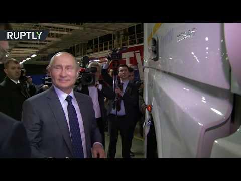 شاهد.. الرئيس بوتين يهنأ عمال وموظفي شركة -كاماز- ويصعد قمرة شاحنتها الجديدة  - نشر قبل 11 ساعة