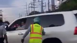 Video: Diputado del PLD discute con agentes de Amet que no le dejaban cruzar en rojo