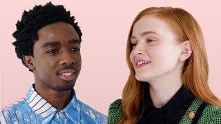 «Очень странные дела»: Калеб Маклафлин и Сэди Синк проходят тест на дружбу