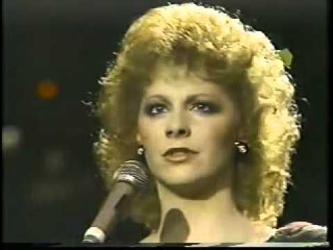 Reba McEntire – Sweet Dreams (Live)