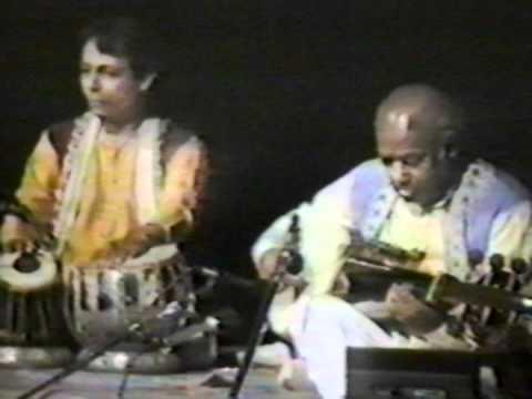 Ustad Ali Akbar Khan and Pandit Swapan Chaudhuri - 1986 - Raga Jhinjhoti