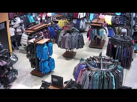 Default'Flash mob' of males steals $30K worth of merchandise from North Face Outlet