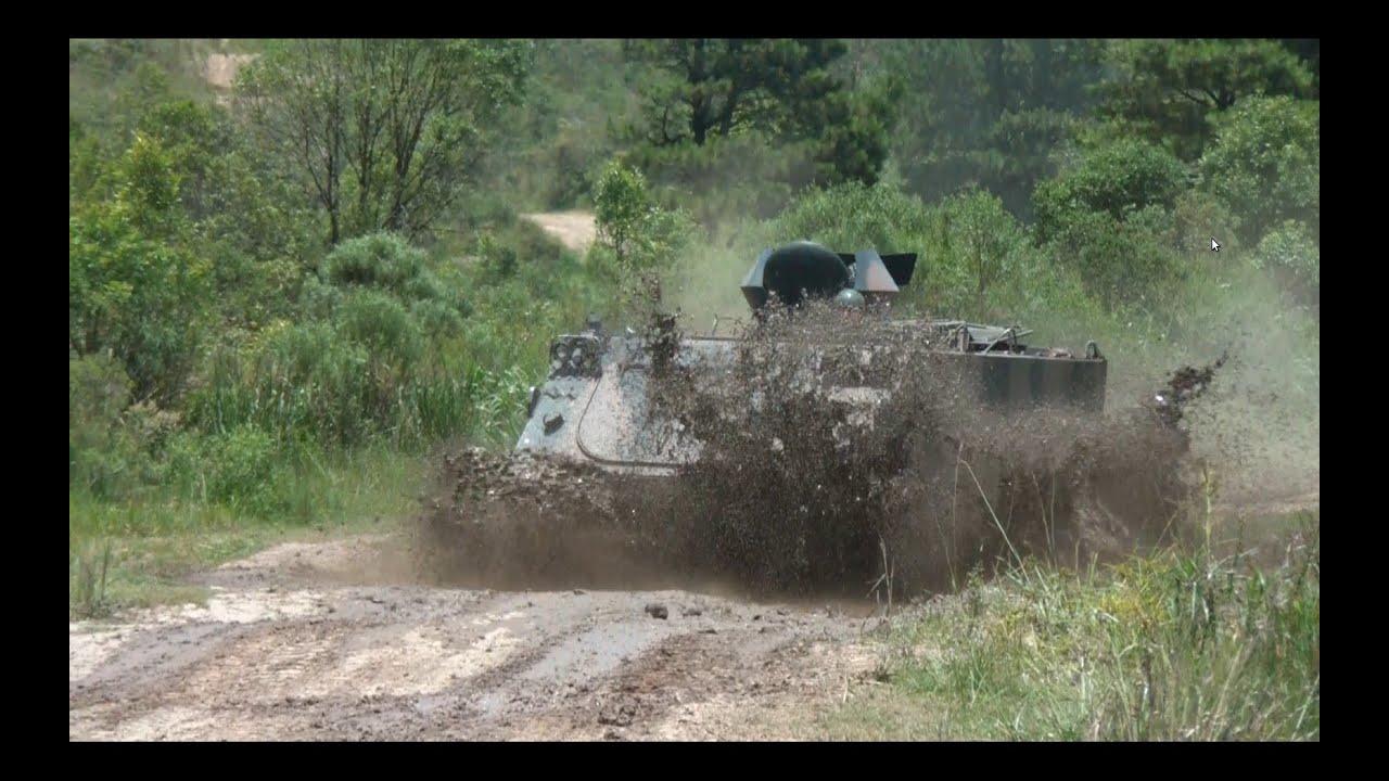 Resultado de imagem para carro de combate na lama