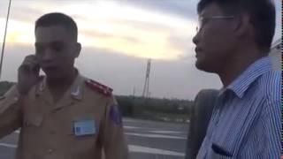 Video Màn đối đầu giữa CSGT Hải Phòng  với thanh tra giao thông download MP3, 3GP, MP4, WEBM, AVI, FLV April 2018