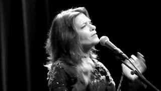 TENNESSEE FLAT TOP BOX by ROSANNE CASH live@Paradiso 5-8-2014