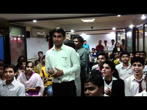CIMAGE College (Patna) Students singing Papa kahte hai Bada Naam Karega in a Karaoke singing contest