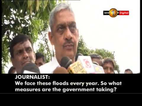 Field Marshal Sarath Fonseka tour the Pethiyagoda area in Kelaniya to inspect the flood situation