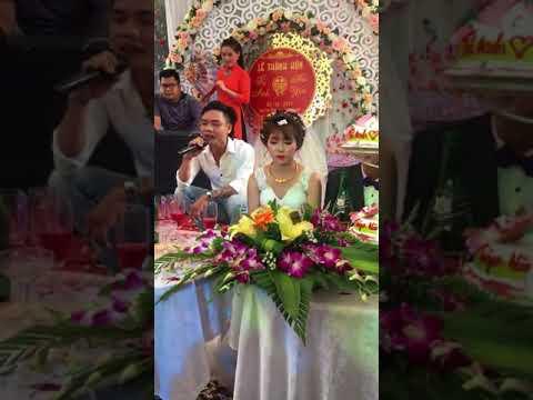 khổ thân a áo trắng vãi lònn 😰😰😰 Cả đám cưới muốn