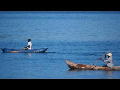 P3154754   Activiteit op Malawi Meer