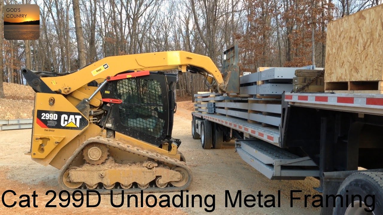 cat 299d xhp unloading the framing for a 80x100 metal