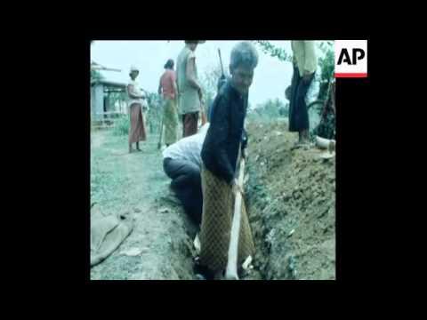 UPITN UNUSED 5 6 80 REFUGEES PREPARE OBSERVATION POST ON THE THAI CAMBODIA BORDER