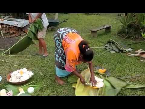 la-préparation-du-bougna,-plat-traditionnel-kanak