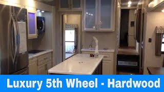 Baixar See the Luxury - Luxe Gold 41GMD luxury fifth wheel