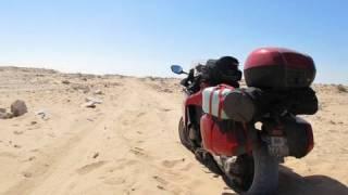VIDEO : PARIS DAKAR EN HONDA VFR 1200 F(7 000 km, 525 litres d'essence, un chargement porté à 472 kilos avec pilote passager et bagages, un train de pneus rincé jusqu'à la corde, la France, l'Espagne, ..., 2010-03-21T02:43:07.000Z)