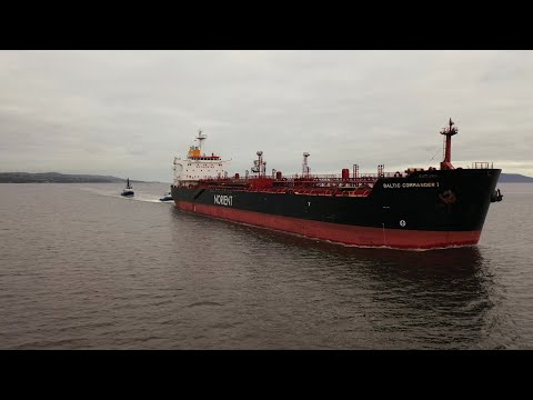 DJI Mavic 2 Pro - Tanker BALTIC COMMANDER 1 Assisted By Tugs - Sailor Waves At Drone