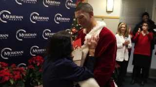 Soldier Dressed As Santa Surprises Mom (Nurse) At Hospital With Early Homecoming