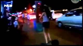 Cô gái bán kẹo kéo nhảy Gangnam Style