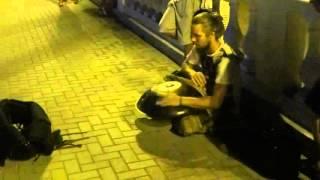 геленджик 2015 набережная парень играет на ханге
