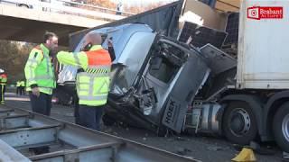 A58 afgesloten na zwaar ongeval met vrachtwagens bij Ulvenhout
