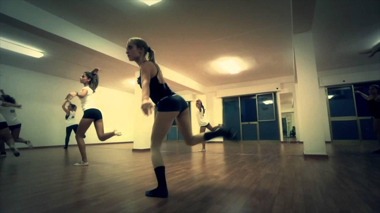 Scuola di danza professionale centro studi danza di rosy for Arredamento scuola di danza