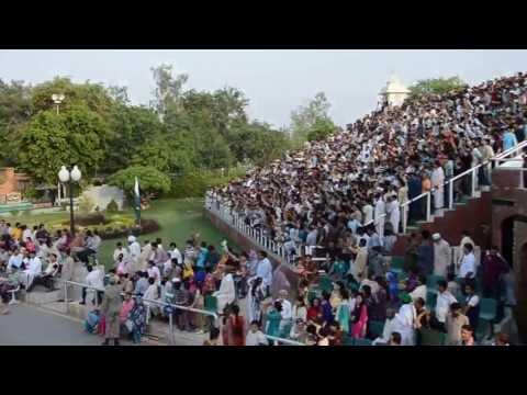 Closing ceremony at the Wagah border, Pakistan (1/11)
