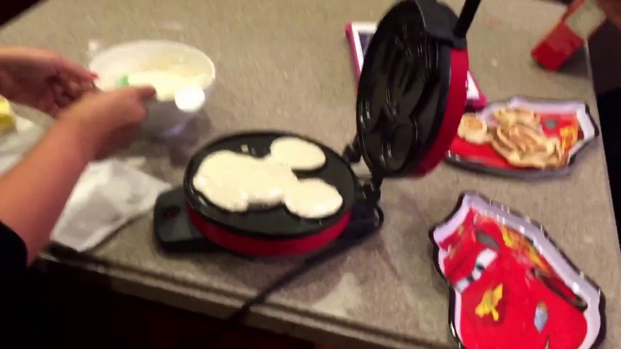f8d717e40 Mickey Mouse waffle maker - YouTube