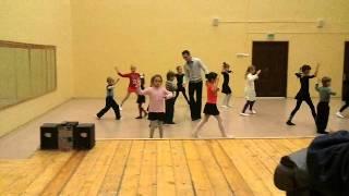 Кристина литвиненко учит танец