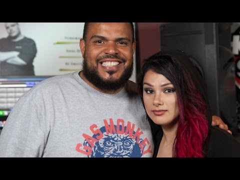 Snow Tha Product Performs Live on
