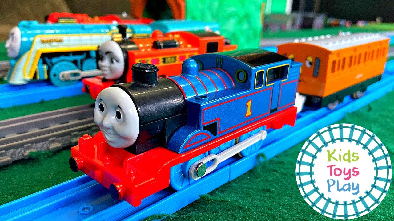Thomas and Friends Trackmaster VS Tomy Train Races
