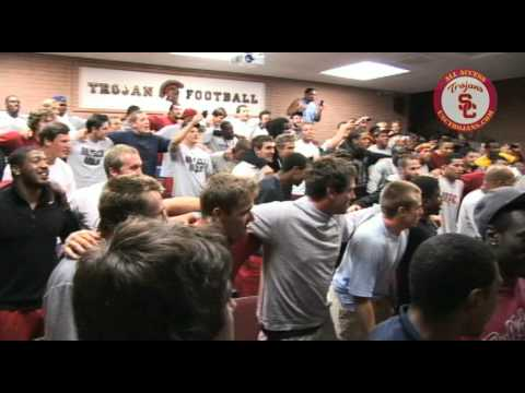 Bill Withers visits USC Trojans team meeting