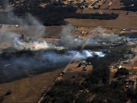 Raw: Oklahoma Wildfire Whipped by Strong Winds