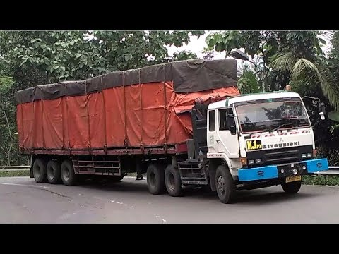 truk-gandeng-truk-trailer-truk-tronton-truck-box-hino-fuso-isuzu-nissan-tikungan-timez