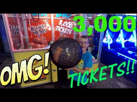 #28 Landon playing at the Arcade! OMG TICKETS!!