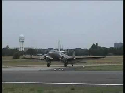 Air Service Berlin Douglas DC-3 D-CXXX startet in Tempelhof Travel Video