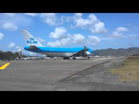 25 minutes of Takeoffs and Landings in Saint Maarten (Maho Beach)!!!