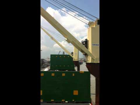 Oslo Bulk vessel's gear under operation